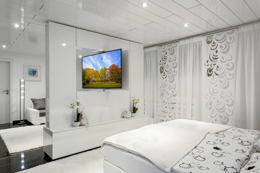 Schicke tv wand als raumteiler mit drehbarem tv ger t tv wall by luxframes die tv wand aus - Wand raumteiler ...