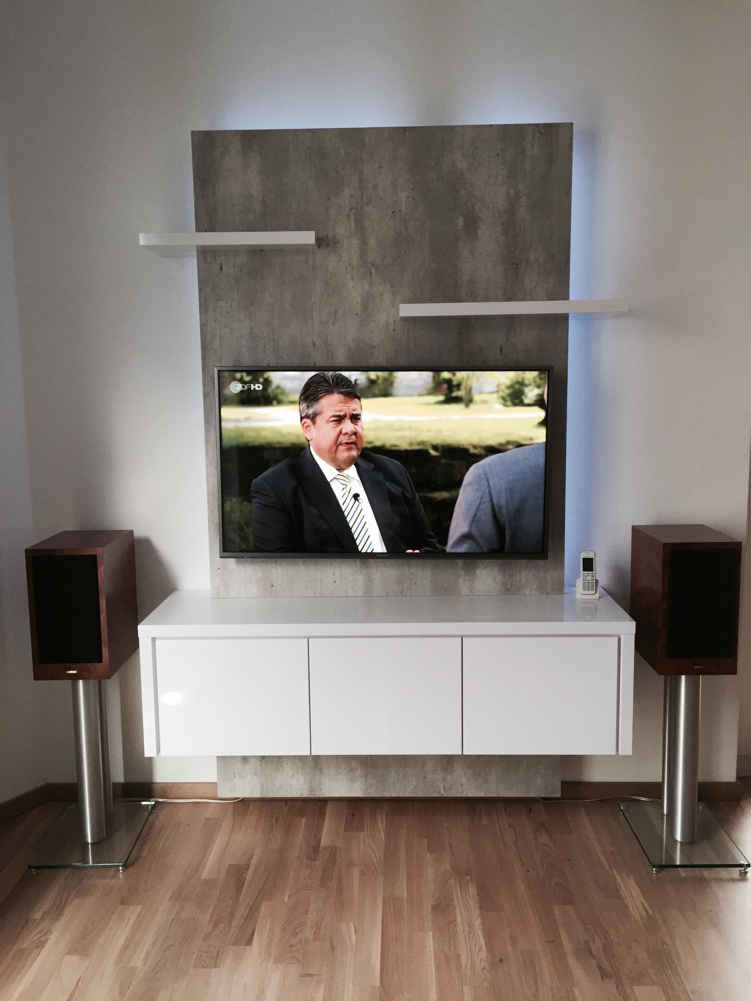 Schöne TV-Wand in Beton: TV WALL Square 120 Betonoptik / Hochglanz ...
