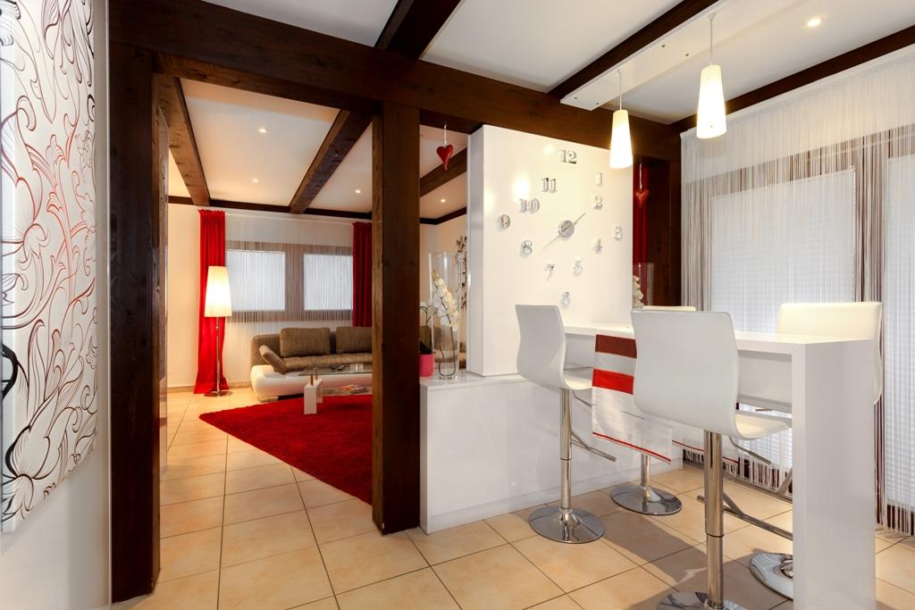 tv wand als raumteiler mit tv ger t und uhr tv wall by luxframes die tv wand aus schreinerhand. Black Bedroom Furniture Sets. Home Design Ideas